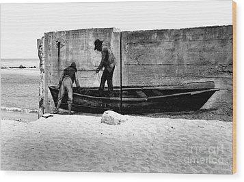 The Fishermen And The Sea... Wood Print by Chiara Corsaro