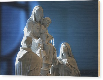 The Gift Of The Rosaries Statue Wood Print by Thomas Woolworth