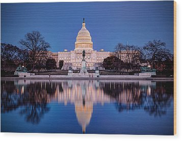 The Glow Of The Capitol Wood Print