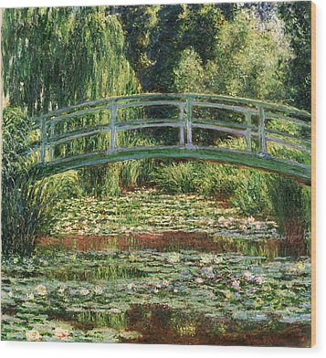The Japanese Footbridge And The Water Lily Pool Giverny Wood Print by Claude Monet