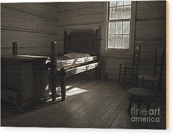 Wood Print featuring the photograph The Log Cabin C.1785 by Robert Meanor