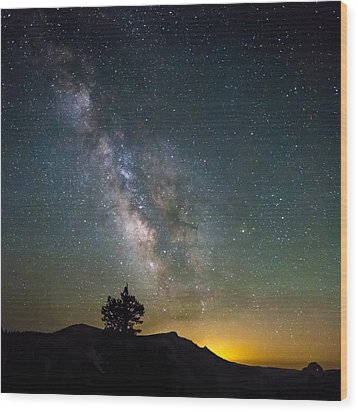 The Milky Way Meets The Aspen Fire Wood Print by Mike Lee