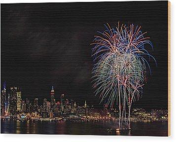 The New York City Skyline Sparkles Wood Print by Susan Candelario