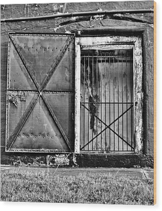 The Old Fort Gate-black And White Wood Print