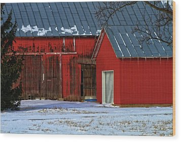The Old Red Barn In Winter Wood Print by Dan Sproul