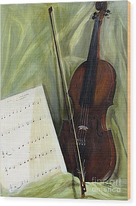 The Old Violin Wood Print by Sharon Burger