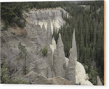 The Pinnacles At Crater Lake Wood Print by Gary Neiss