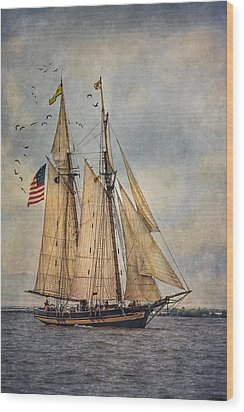 The Pride Of Baltimore II Wood Print by Dale Kincaid
