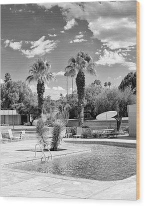 The Sandpiper Pool Bw Palm Desert Wood Print by William Dey