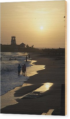 The Setting Wood Print by Lee Stickels