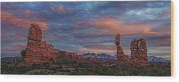 The Sun Sets At Balanced Rock Wood Print by Roman Kurywczak