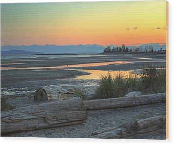 The Tide Is Low Wood Print by Randy Hall