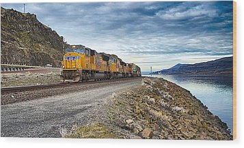 The Union Pacific Railroad Columbia River Gorge Oregon Wood Print