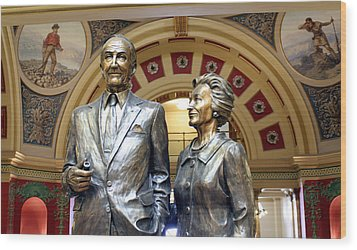 This Statue Of Maureen And Mike Mansfield Wood Print by Larry Stolle