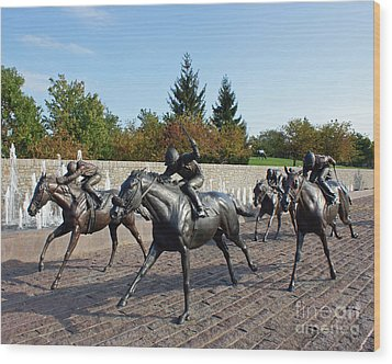 Thoroughbred Park Wood Print by Roger Potts