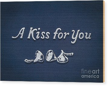 Three Kisses Wood Print