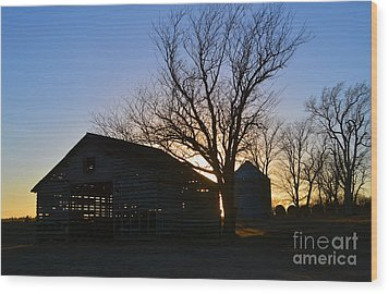 Through The Corn Crib Wood Print by Renie Rutten