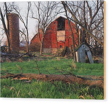 Timeless-color-barns Wood Print by Tom Druin