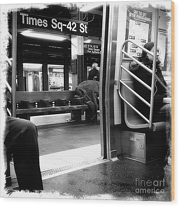 Times Square - 42nd St Wood Print by James Aiken