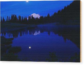 Tipoe Lake And Mount Rainer Wood Print by Jeff Swan