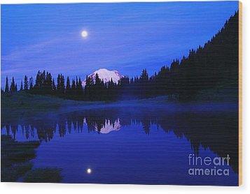 Tipsoe Lake In The Morn  Wood Print by Jeff Swan