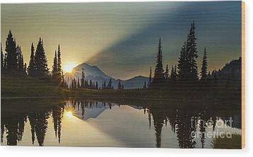 Tipsoo Rainier Sunstar Wood Print by Mike Reid