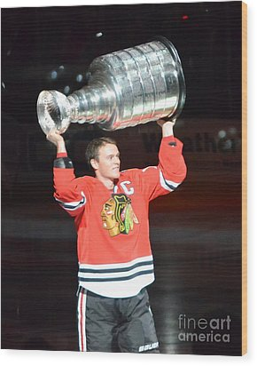 Toews Holds The Stanley Cup Wood Print