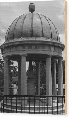 Wood Print featuring the photograph Tomb Of President Andrew Jackson And Wife Rachael by Robert Hebert
