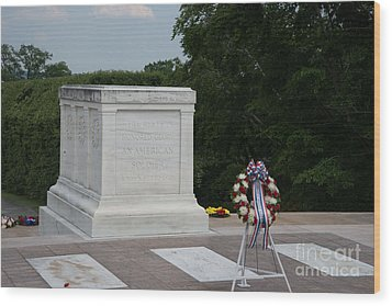 Tomb Of The Unknown Soldier Wood Print by Carol Ailles