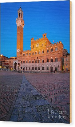 Torre Del Mangia Wood Print by Inge Johnsson