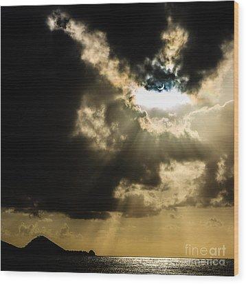 Total Solar Eclipse Breakthrough Wood Print by Peta Thames