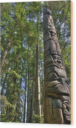 Totem Pole Wood Print by David Andersen