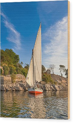 Traditional Egyptian Sailboat On The Nile Wood Print by Mark E Tisdale