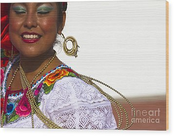 Traditional Ethnic Dancers In Chiapas Mexico Wood Print by David Smith