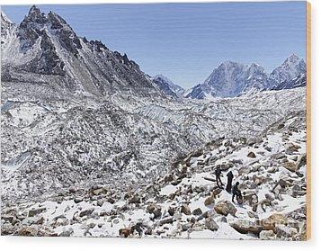 Trekkers En Route To Everest Base Camp In The Everest Region Of Nepal Wood Print by Robert Preston