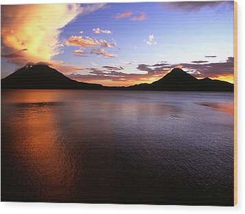 Tres Volcans At Sunset Wood Print
