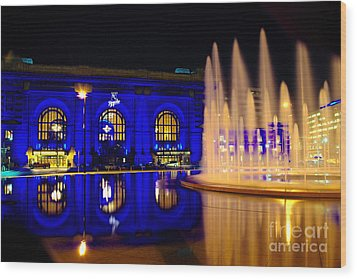 Union Station And Fountain In Royal Blue Wood Print by Jean Hutchison