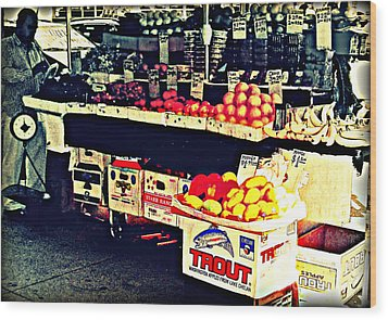 Vintage Outdoor Fruit And Vegetable Stand - Markets Of New York City Wood Print by Miriam Danar