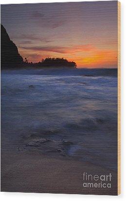 Tunnels Beach Dusk Wood Print by Mike  Dawson