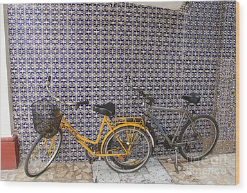 Two Bicycles At The Hotel Belmar Wood Print by Linda Queally