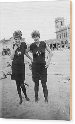 Two Girls At Venice Beach Wood Print by Underwood Archives