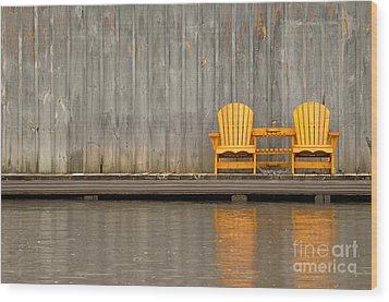 Two Wooden Chairs On An Old Dock Wood Print by Les Palenik