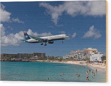 U S Airways Low Approach To St. Maarten Wood Print by David Gleeson