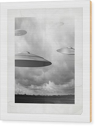 Ufo Sighting Wood Print by James Larkin