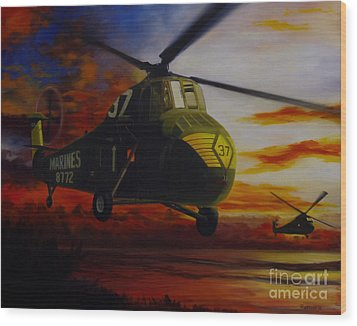 Wood Print featuring the painting Uh-34d Over The Beach by Stephen Roberson