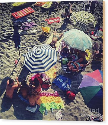 Umbrellas At The Beach Wood Print by H Hoffman