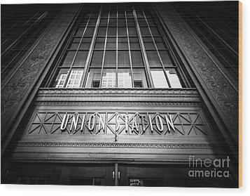 Union Station Chicago In Black And White Wood Print by Paul Velgos