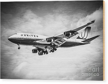 United Airlines Boeing 747 Airplane Black And White Wood Print by Paul Velgos