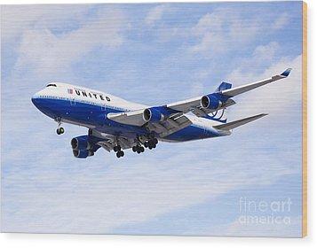 United Airlines Boeing 747 Airplane Flying Wood Print by Paul Velgos