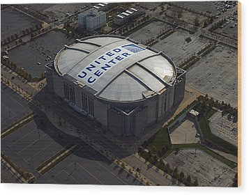 United Center Chicago Sports 09 Wood Print by Thomas Woolworth